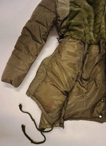 9cfba15da390e ... Kurtka zimowa młodzieżowa damska khaki zielona pikowana puchowa z  kapturem Kliknij, aby powiększyć