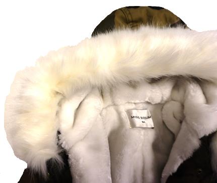 386d9208298bbf Kliknij, aby powiększyć · Kurtka zimowa dziewczęca/dziecięca parka moro z białym  futrem, naszywkami i kapturem