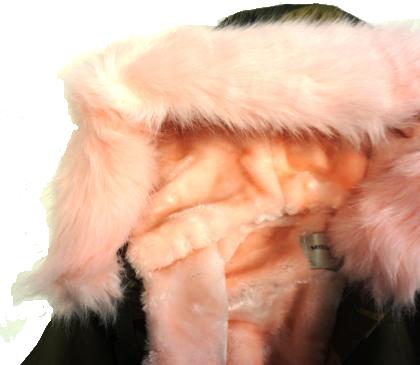 Kurtka zimowa dziewczęcadziecięca parka moro z jasnoróżowym futrem, naszywkami i kapturem